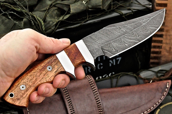 Full Tang Custom Hand Made Twist Damascus Double Guard Hunting Knife