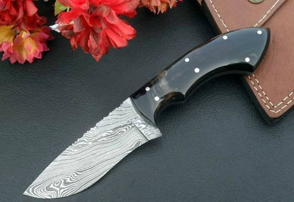 Custom Handmade Damascus Steel Hunting/Skinning Knife