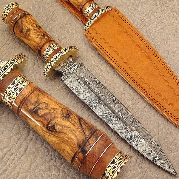 Damascus steel hunting dagger