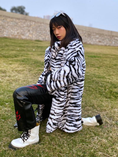 Zebra stripe pattern plush thick fleece mid-length Girl coat