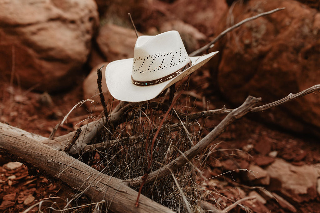 The Santa Fe western cowboy/cowgirl hat by Stetson features a shapeable wire brim, leather hat band, chin cord, and is lightweight.