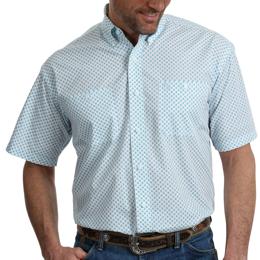 Named after George Strait, this Wrangler shirt is a western snap shirt classic for summer. Find this at Head West in Bozeman Montana! MGSQ647