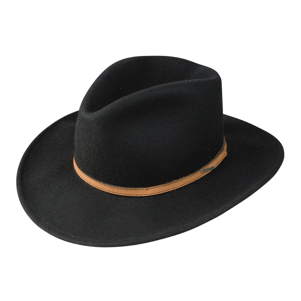 The Spencer Stetson western hat is made with soft wool and styled with a handsome pinch front crown. This hat features a leather hatband. The Spencer hat is part of the Stetson Crushable Collection.