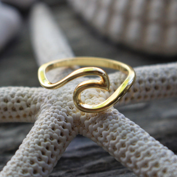 Sea Candy Ring: Simple Wave Gold