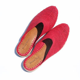 Raffia Closed-Toe Slide (Red)