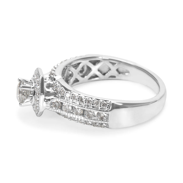 BRAND NEW Diamond Engagement Ring in 14K White Gold (0.95 CTW)