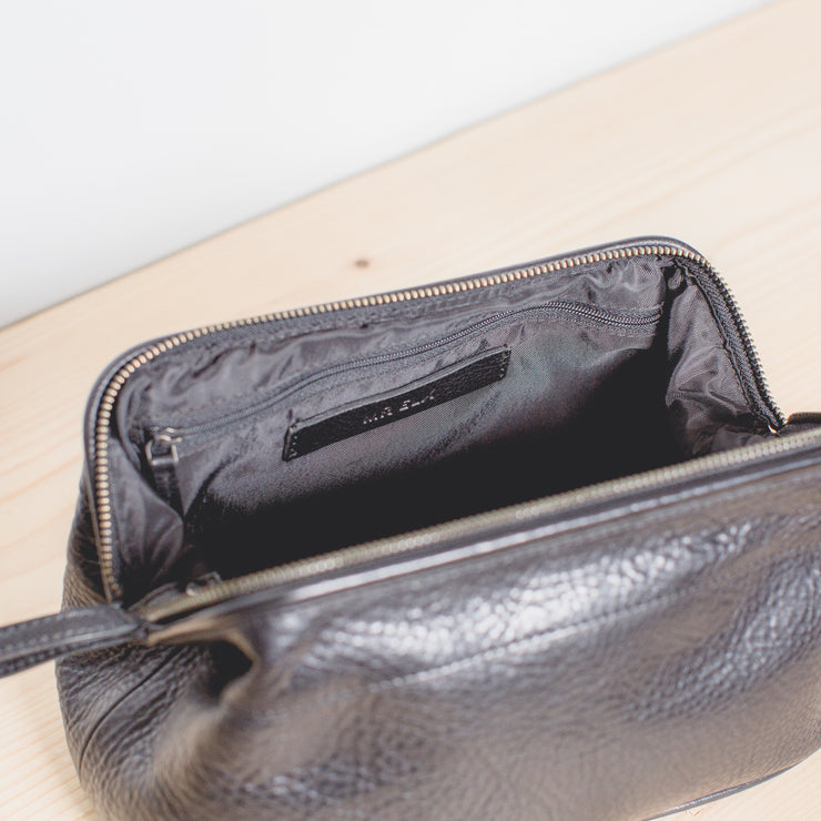 Olen Leather Toiletry Bag - Black