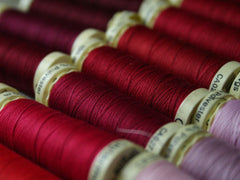 Gutermann Sew All Thread | Reds & Pinks