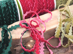 Velvet ric rac ribbon. By the metre.