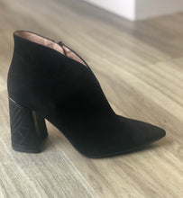 Black suede shootie with grey/black textured block heel. - solida