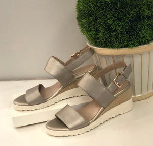 platino metallic wedge sandal