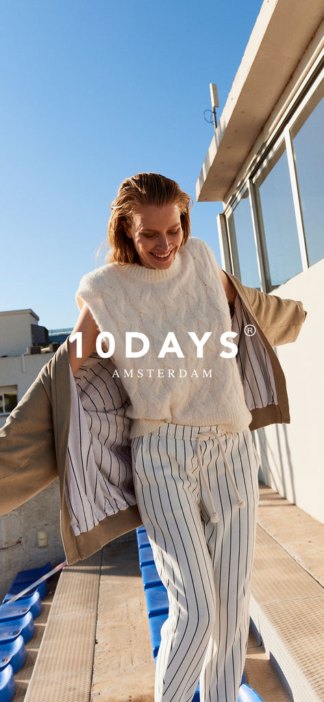 Oversized cardigan with cable Spencer and striped jogger - Wallpaper