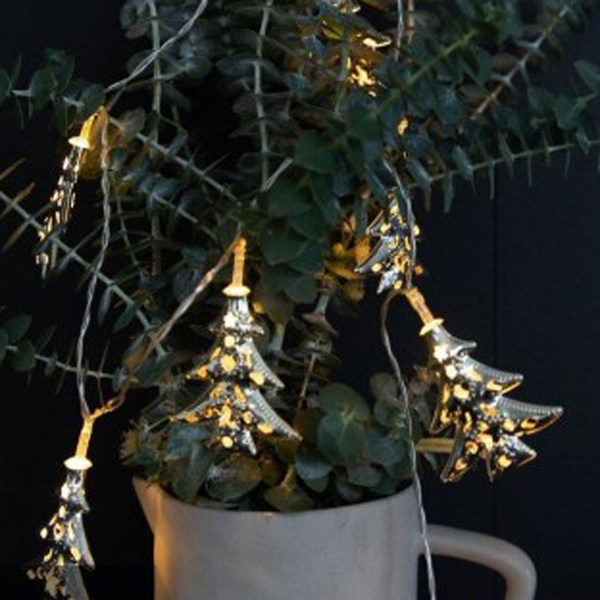 LED Garland w Silver Metal Trees