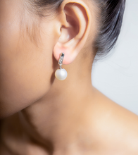 "Load image into Gallery viewer, MIRA X Dyah Roro ""Gallop true your Heart"" Earring"