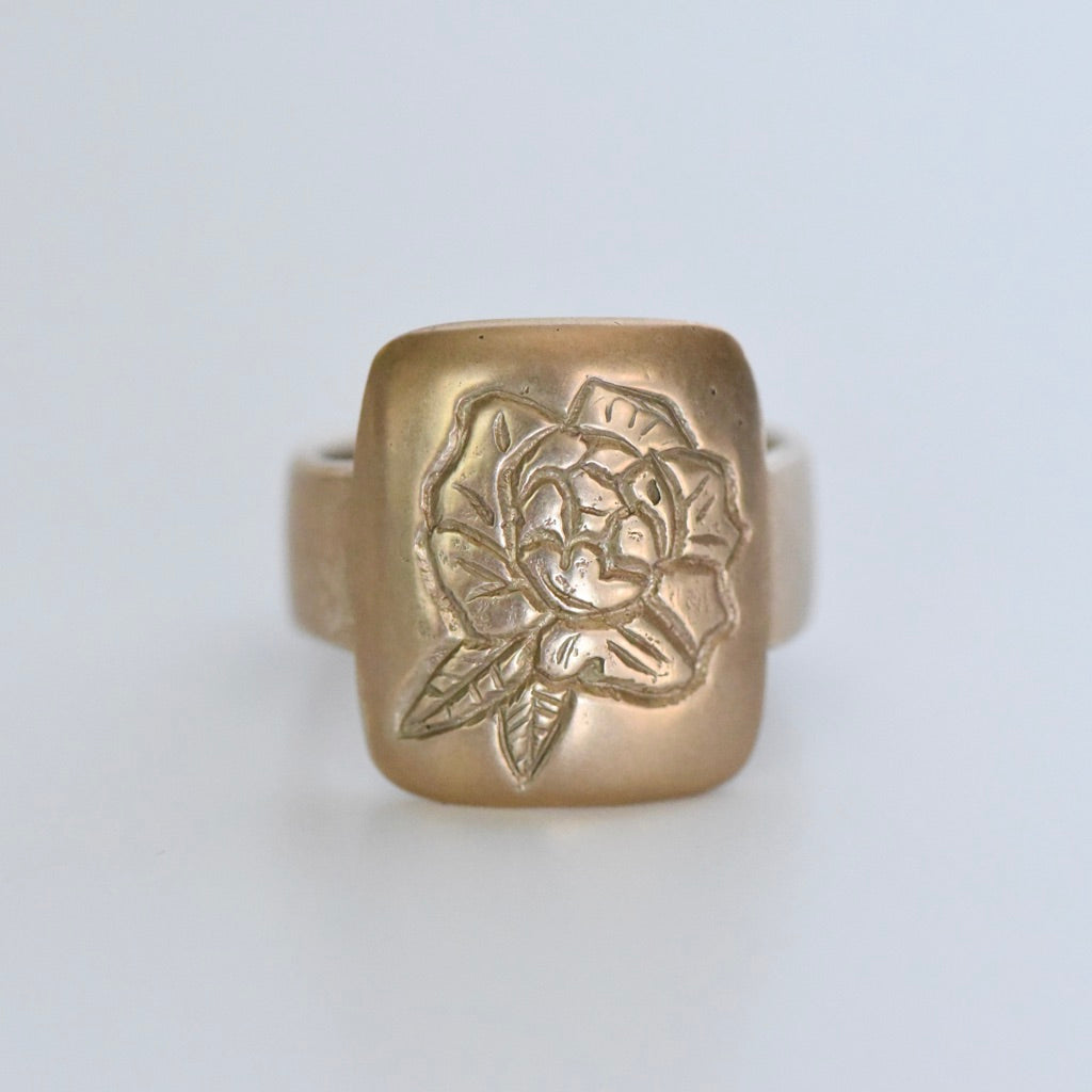 GOLD PEONY SIGNET RING - SIZE 7.5