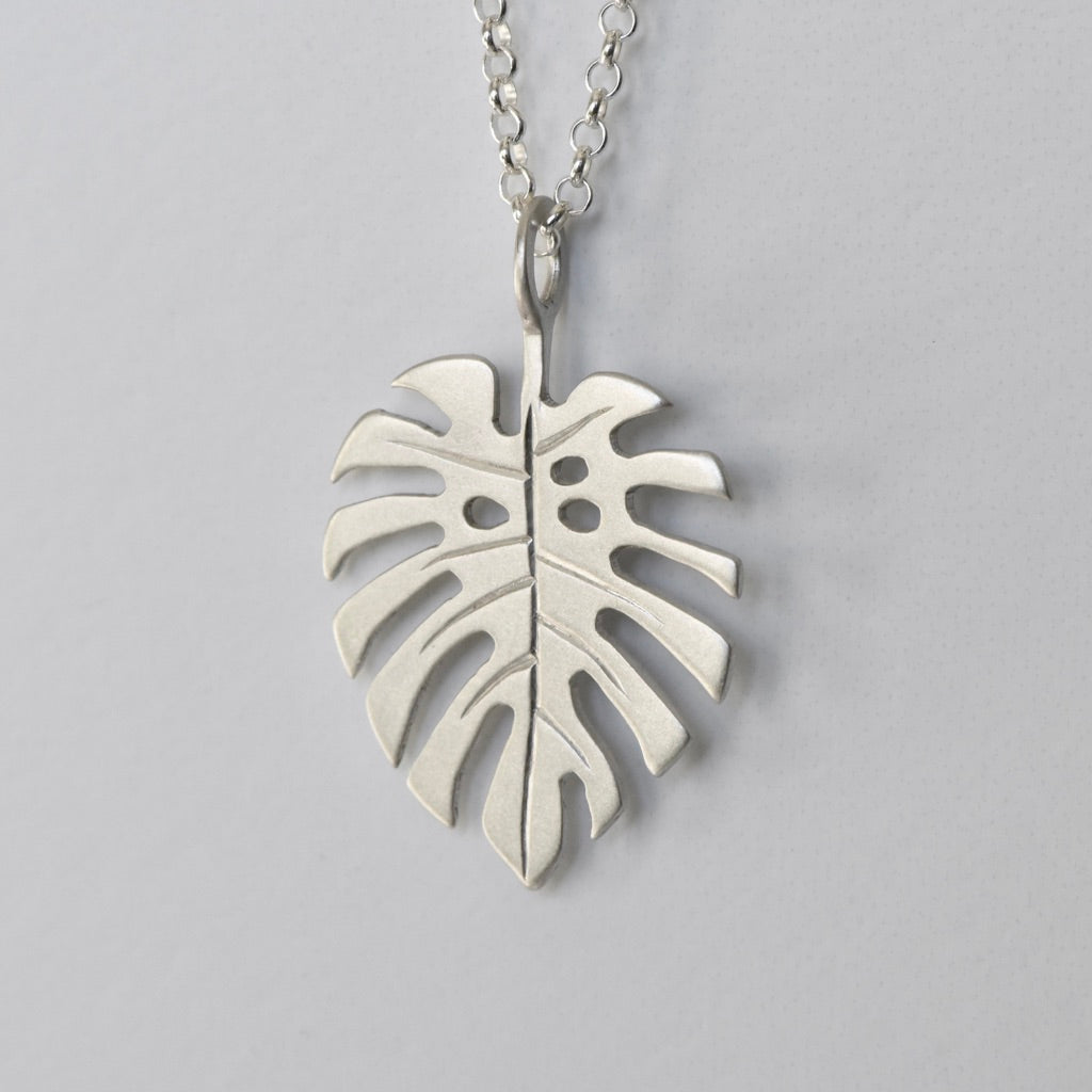 MONSTERA CHARM NECKLACE