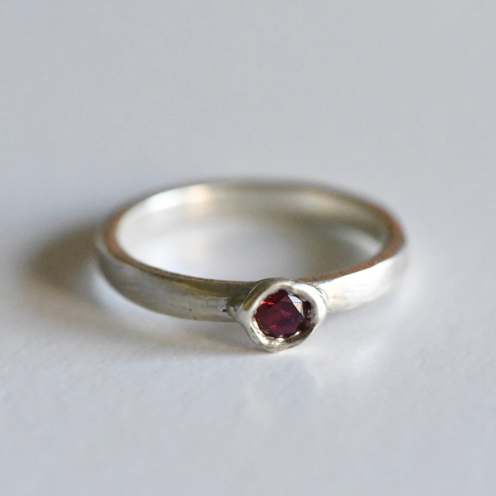 SAMPLE GARNET BEZEL RING