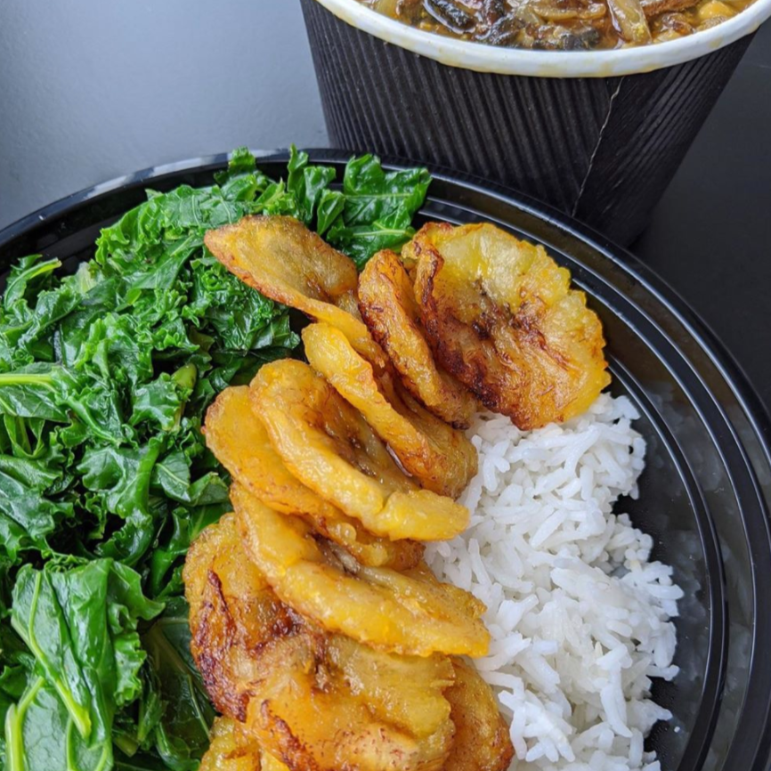 CHICKPEA, MUSHROOM & CAULIFLOWER CURRY WITH RICE, PLANTAIN & KALE (V)