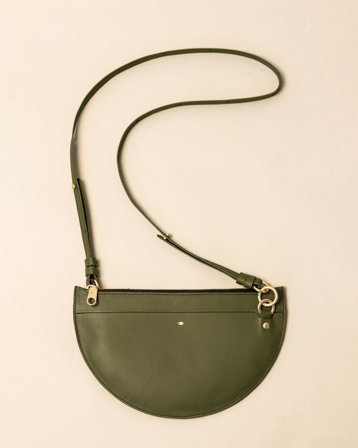 m crescent moon bag / olive