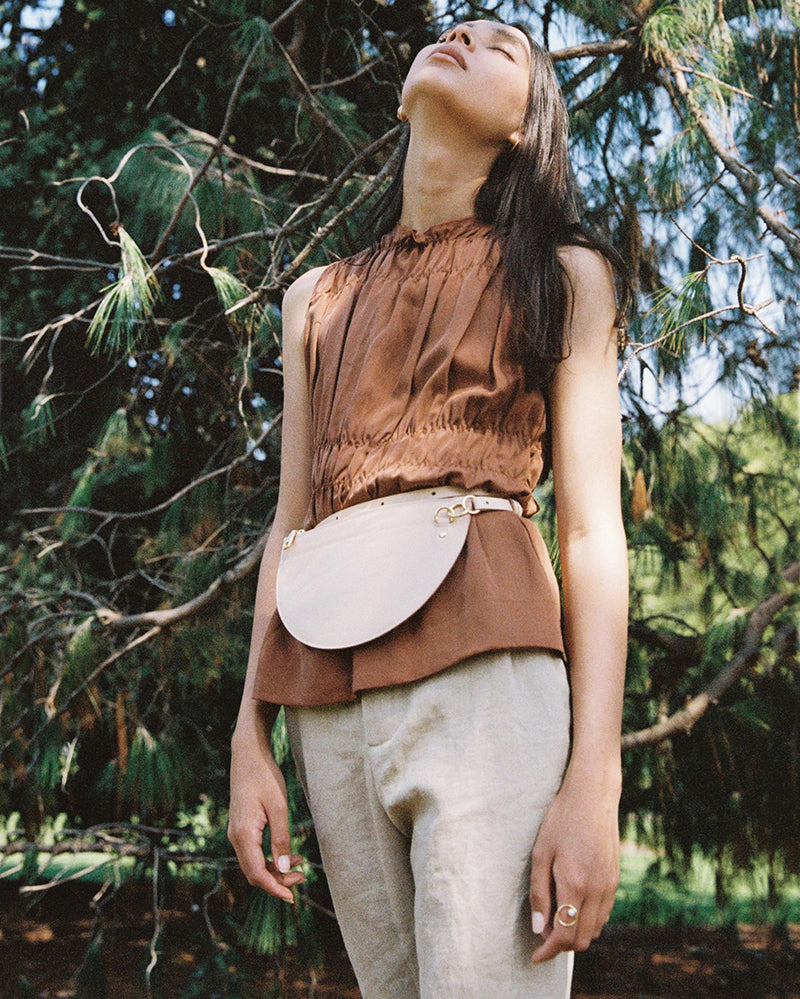 m crescent moon bag / natural