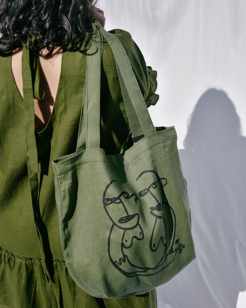 sisterly tote / olive