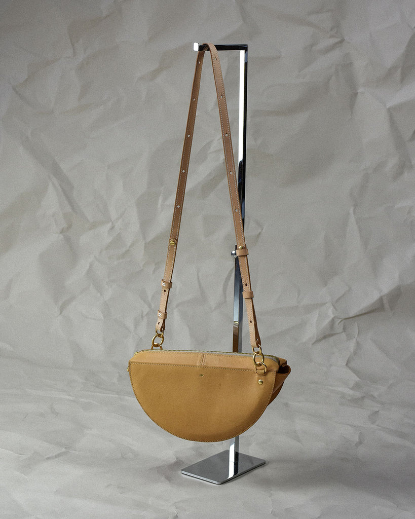 thick crescent moon bag / natural