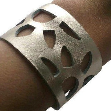 SunFlower Cuff Bracelet. Reclaimed Leather wrist Band. Platimum Color. - Handmade Recycled Glass Jewelry