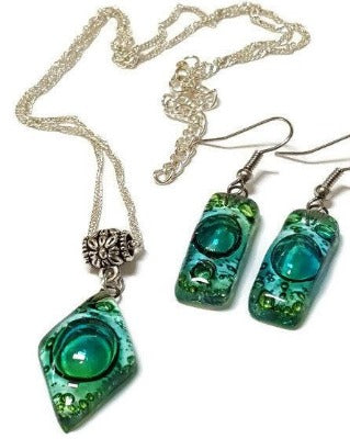 Set earrings and pendant. GREEN  Recycled Glass. Handmade