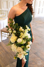 Load image into Gallery viewer, Charlotte Classic  Bouquet Wedding Rental