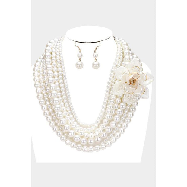 Flower & Leaf Pearl Necklace