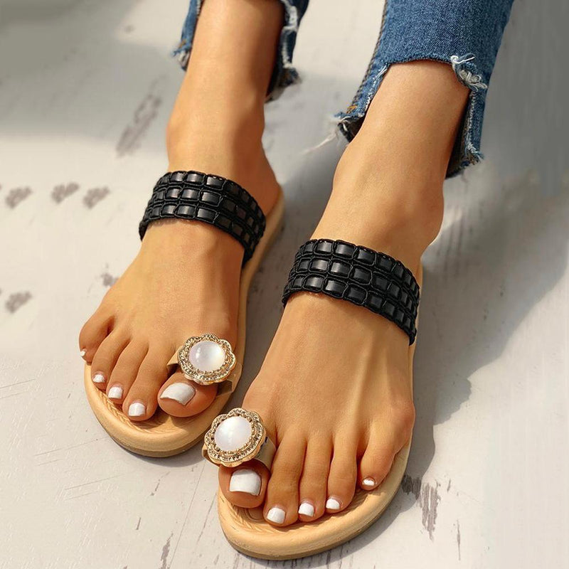 RHINESTONE EMBELLISHED TOE RING CASUAL SLIPPERS
