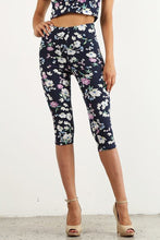 Load image into Gallery viewer, Mid Waist Floral Capri
