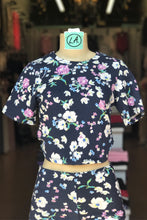 Load image into Gallery viewer, Floral Cropped Tee