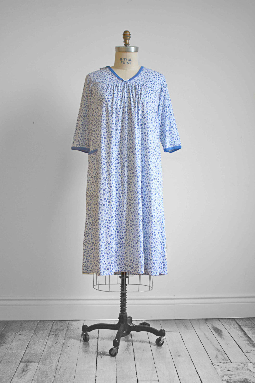 Adaptive ¾ sleeve nightgown