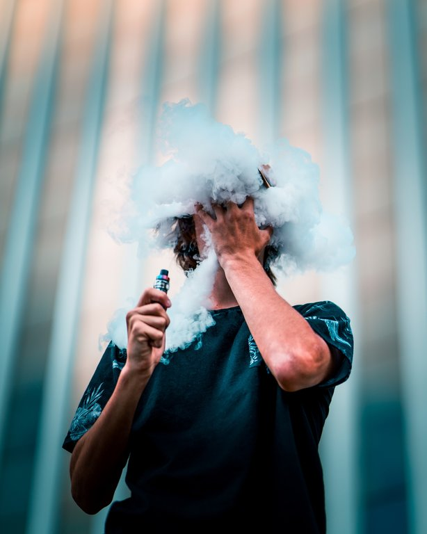 man doing vape cloud trick