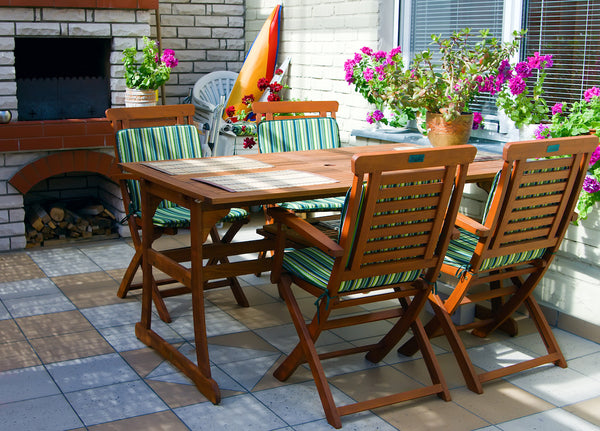 outdoor patio space dining