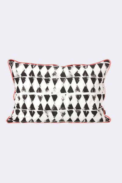 Warn Triangle Cushion - Galleria del Vento - 1