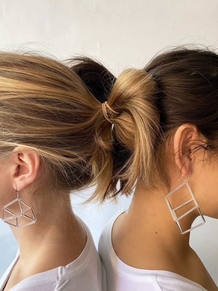 Materia Geometria Vetro Cubo Earrings