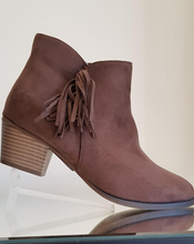 Load image into Gallery viewer, Tan soft ankle boot