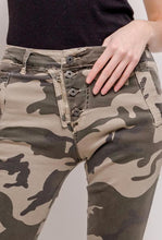 Load image into Gallery viewer, Zip & Button Camo Jeans