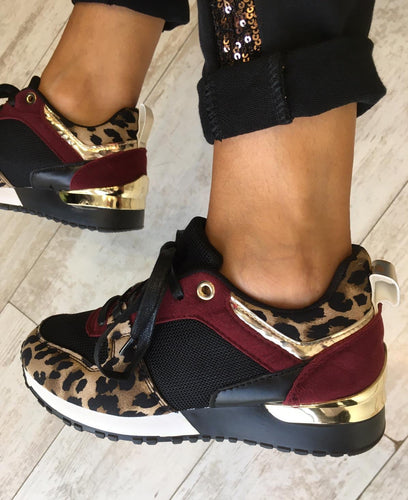 Lace up leopard sneaker