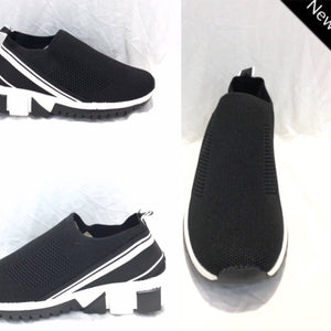 Black / white sneakers
