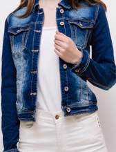 Load image into Gallery viewer, Fitted Embroidered Denim Jacket
