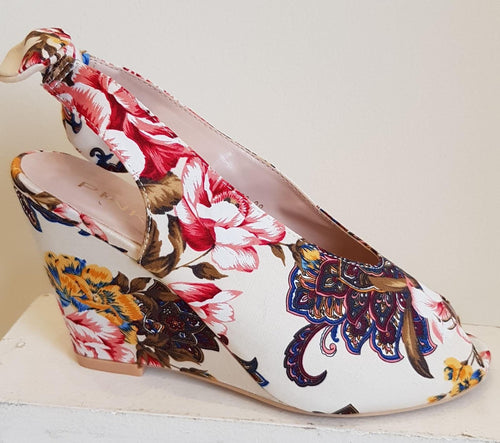 Multi flowered wedge