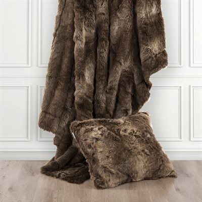 "TR4001-LS-WF - Oversized Wolf Fur Throw - 60""x 90"" by HiEnd Accents"