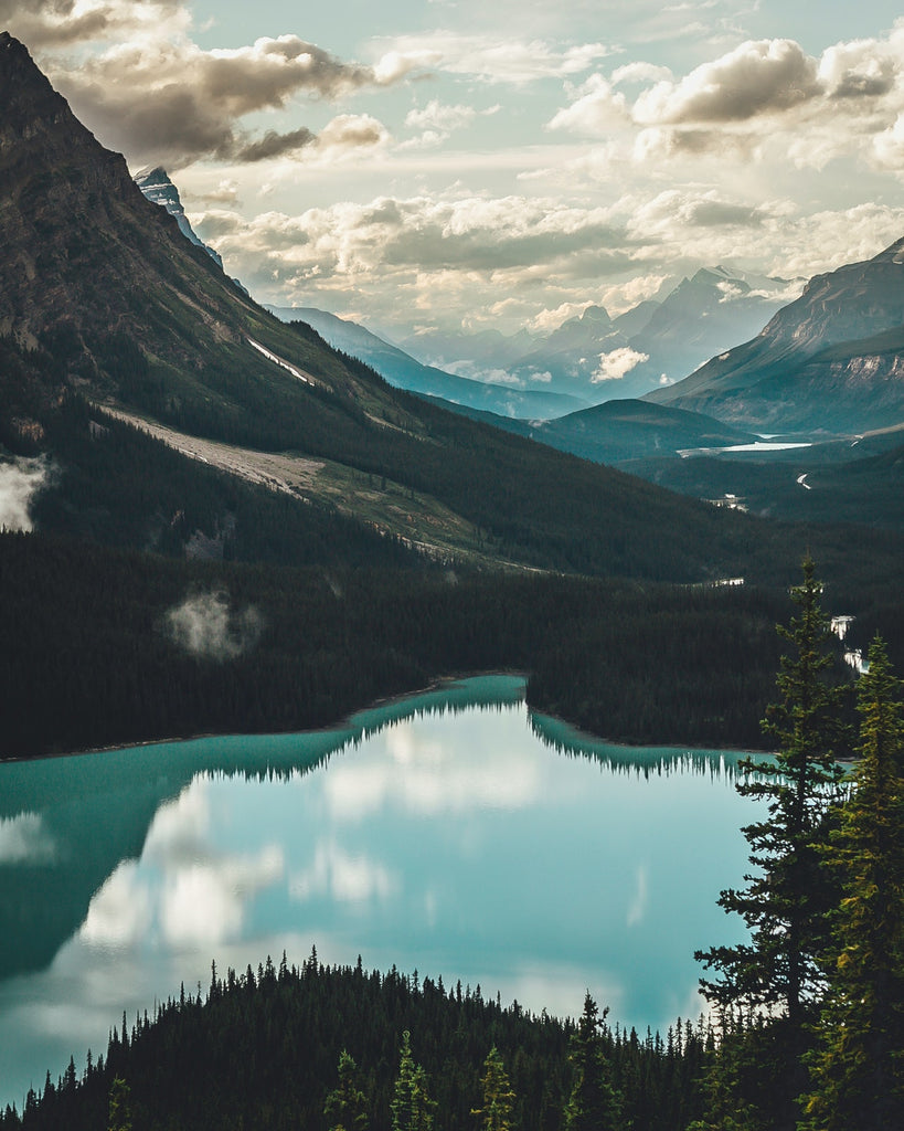 picture of banff national park lake