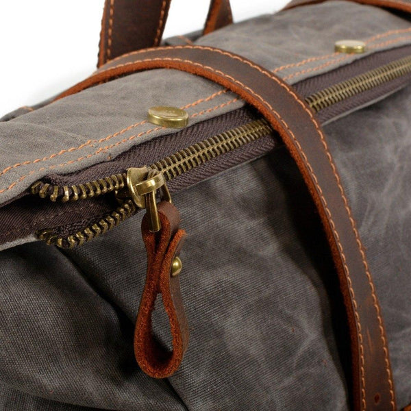 close up of the zipper of the dark grey variant of the Berlin vintage canvas backpack made of crazy horse leather and waxed cotton canvas