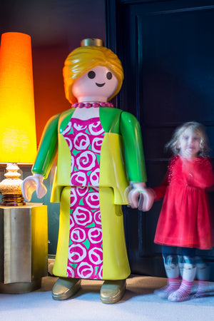 Cool Giant Playmobil/Lego Doll Seeking Soul-Mate