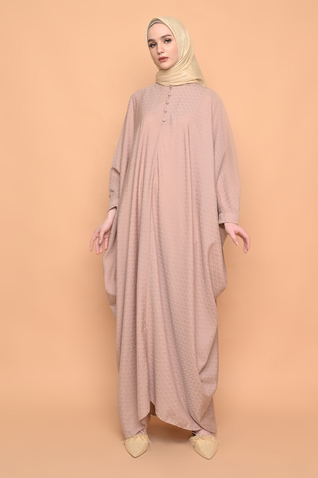 Asuka Kaftan in Hazelnut