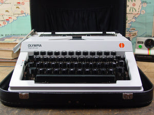 Typewriter,  Silver Reed De Luxe